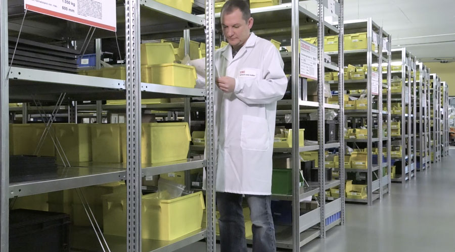 The material logistics at the EMS-plant of EBE sensors + motion includes the storage and inventory management of electronics parts for customer projects